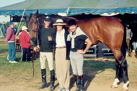 Kris Kapplar, Jan  Mactier and George Morris with Hastings a Ponca-bred Galoubet hunter.